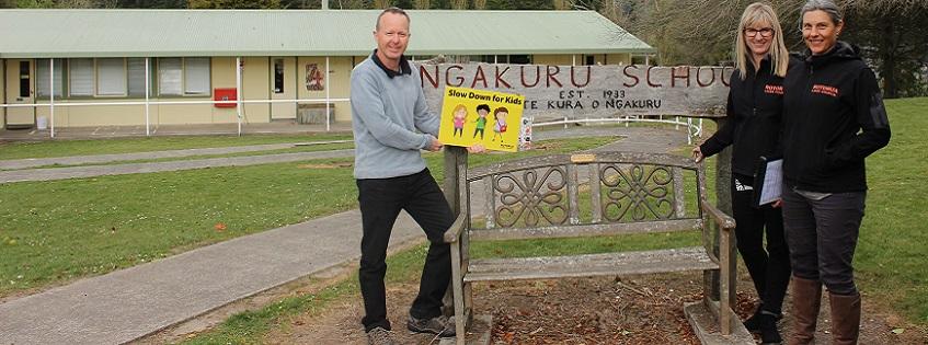 Ngakuru School Principal Gareth Cunliffe with Council staff